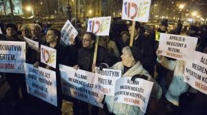 Tüntetés a Magyar Krónika alapításakor - fotó:  444.hu